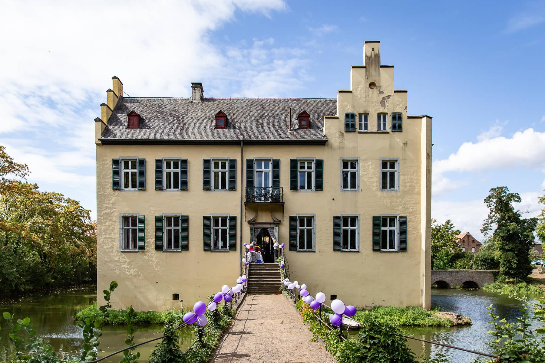Hochzeitsreportage  Fotograf  Hochzeit  Wasserschloss Morenhoven  Rheinbach 01