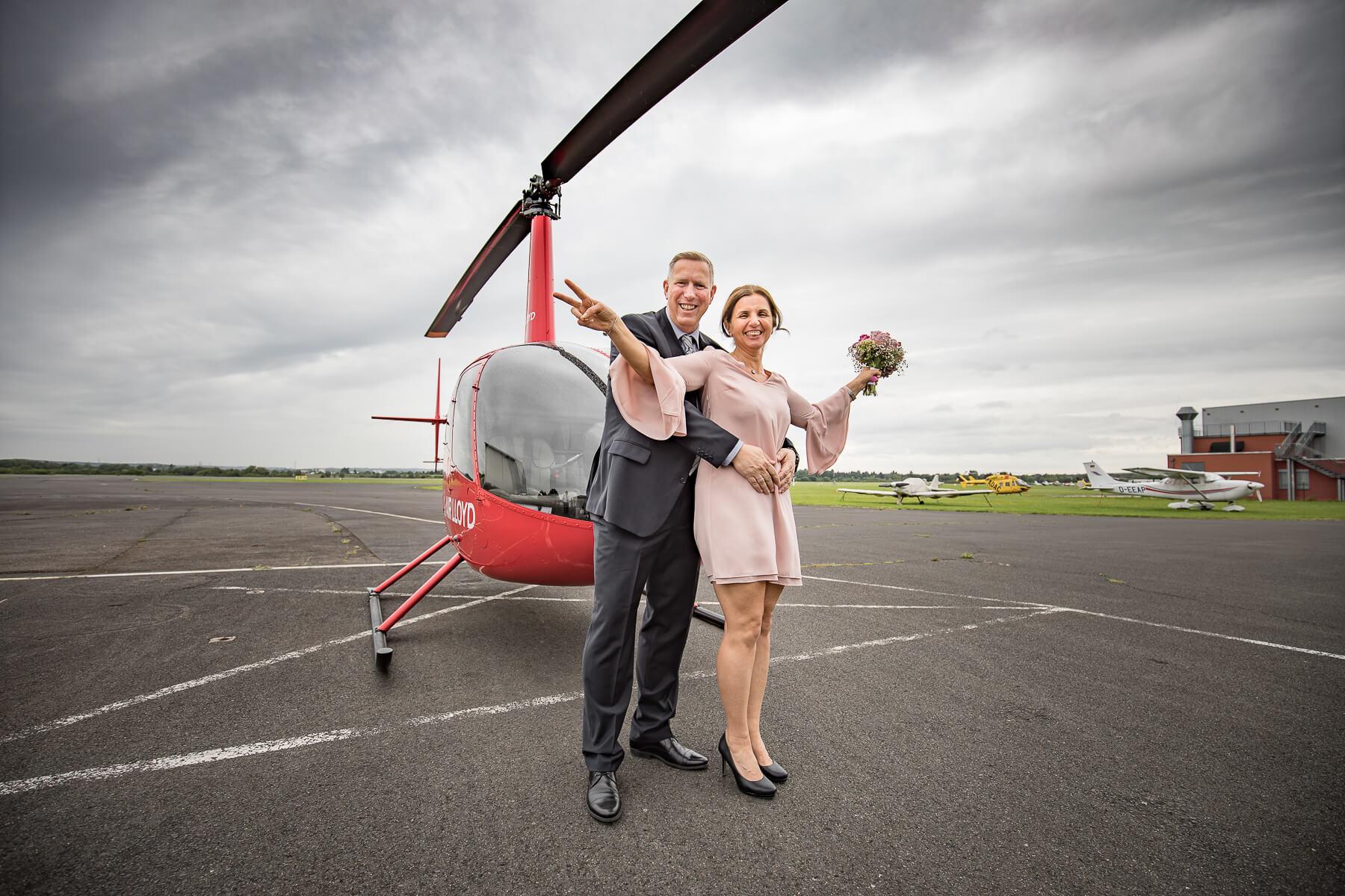 Hochzeitsreportage   Fotograf  Lufthochzeit im Hubschrauber  Hangelar 01