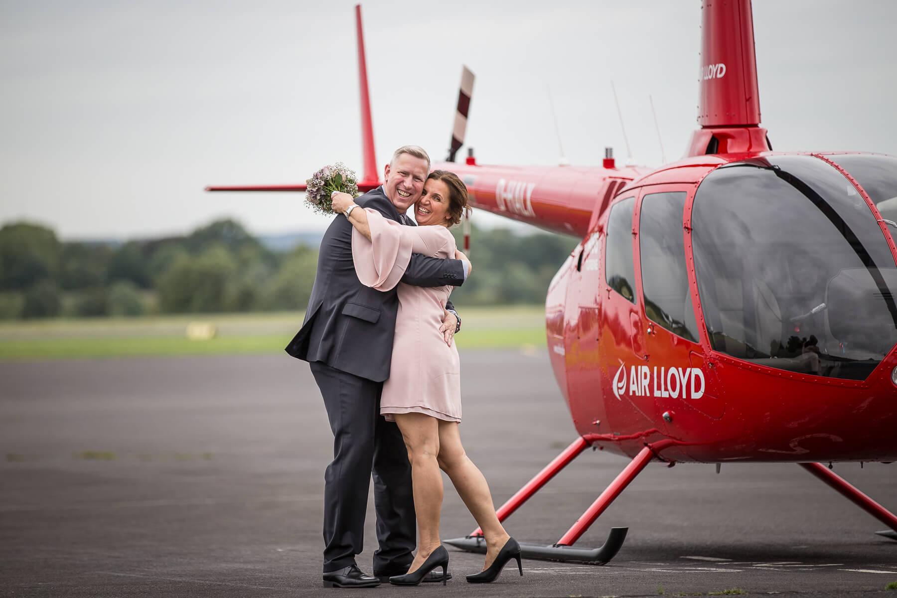 Hochzeitsreportage  Fotograf  Lufthochzeit im Hubschrauber  Hangelar 11