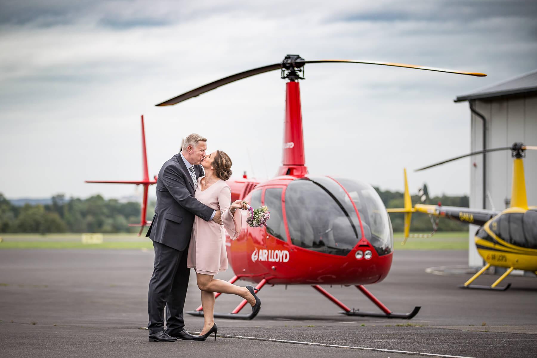 Hochzeitsreportage  Fotograf  Lufthochzeit im Hubschrauber  Hangelar 13