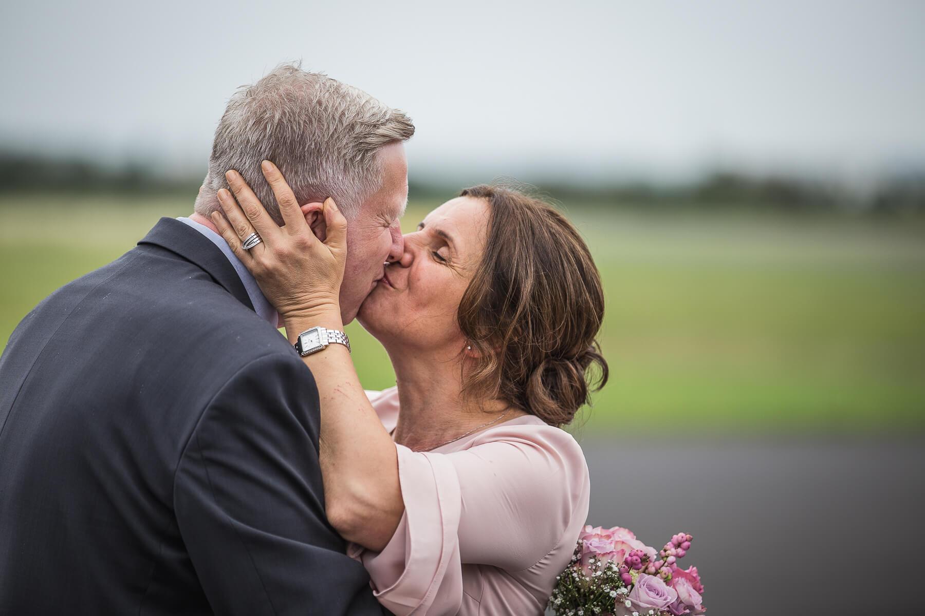 Hochzeitsreportage  Fotograf  Lufthochzeit im Hubschrauber  Hangelar 15