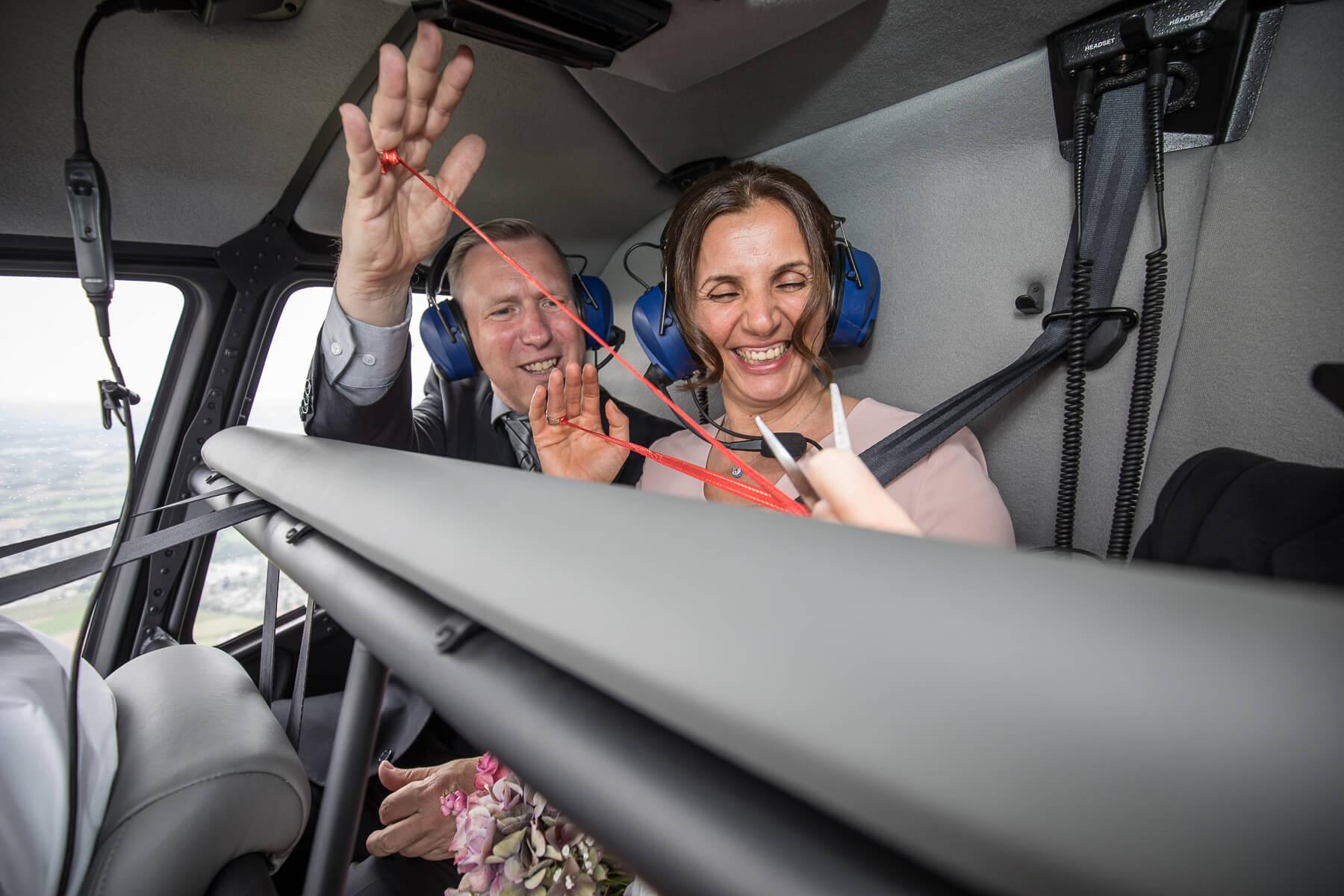 Hochzeitsreportage  Fotograf  Lufthochzeit im Hubschrauber  Hangelar 05